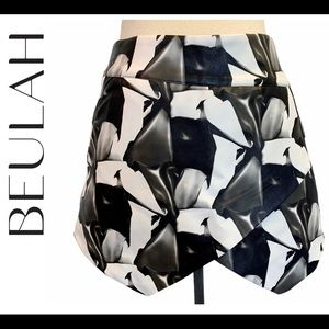 Beulah Black white floral faux leather skirt Sz M